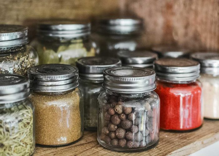 Jak przechowywać przyprawy w kuchni