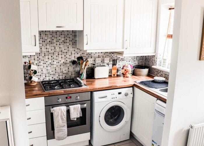Jak urządzić funkcjonalną i estetyczną mikro kuchnię